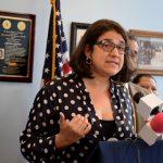 """""""La inmigración en este momento está continua y constantemente bajo ataque"""", dijo Ángela Fernández, directora ejecutiva de NMCIR."""