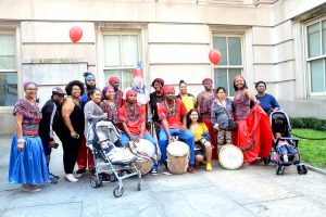Los miembros del Teatro de Danza Wabafu Garifuna se unieron.
