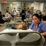 Las enfermeras de la sala de emergencias dijeron que están tratando a 15 pacientes a la vez.