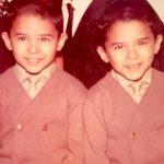 Carranza, aquí con su hermano gemelo Reuben, no aprendió inglés sino hasta que ingresó a la escuela primaria.