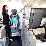 La furgoneta viaja a través de los Estados Unidos, enfocada en comunidades necesitadas.